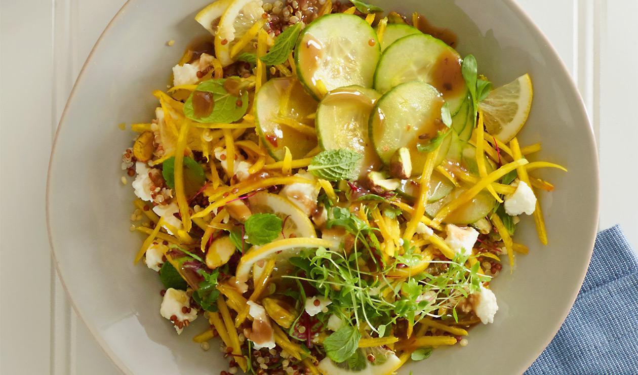 Bol de quinoa à la betterave jaune avec de la menthe – recette