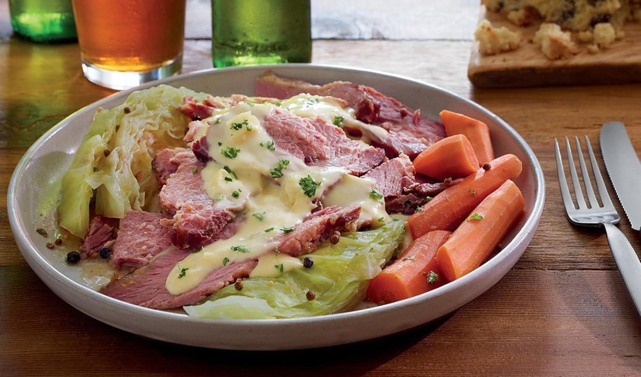 Bœuf salé en tranches, sauce crémeuse au chou – recette