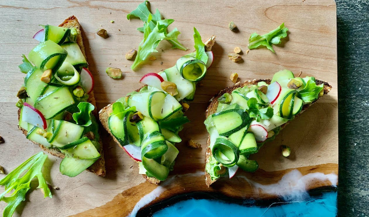 Green Superfood Avocado Toast – recette