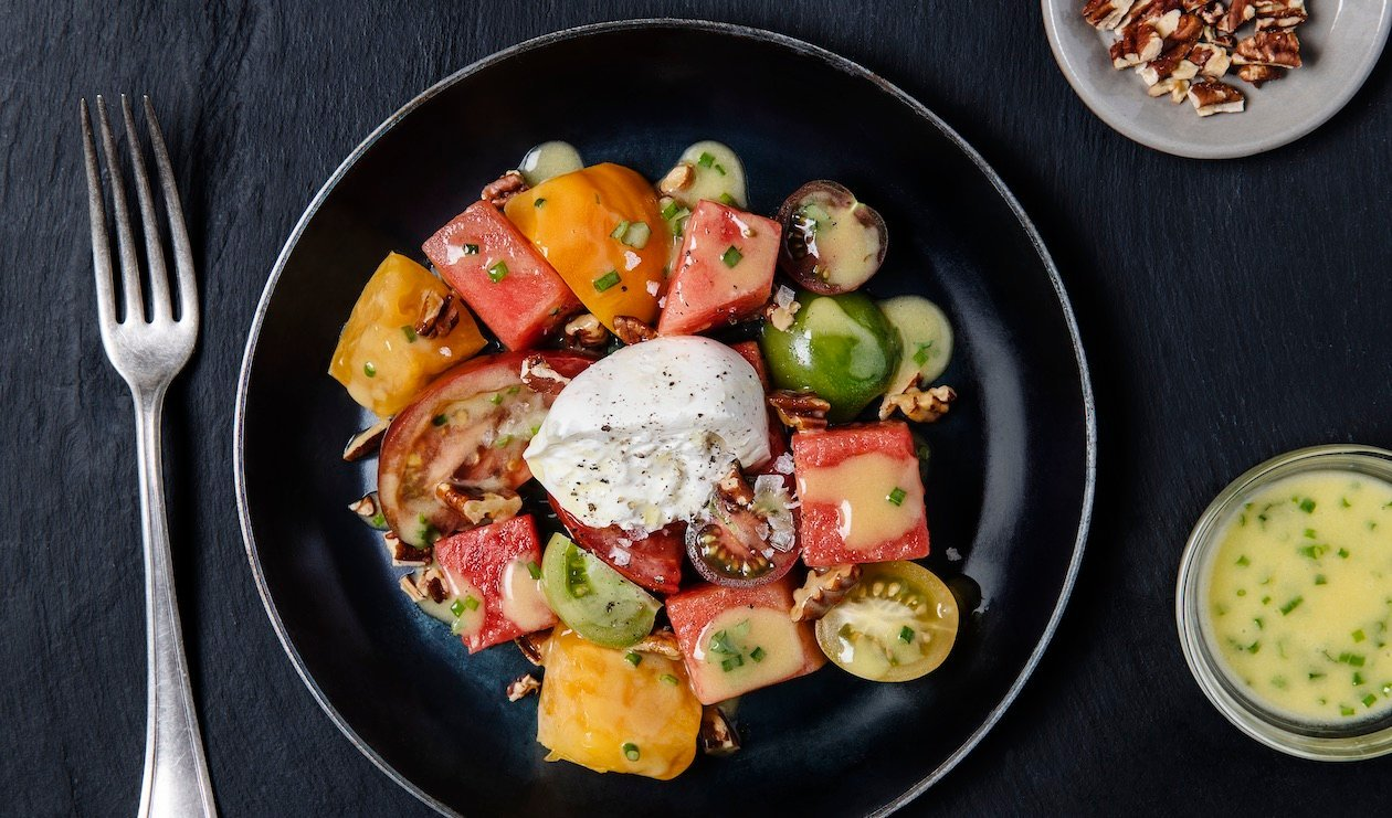 Heirloom Tomato and Watermelon Salad with Burrata – recette