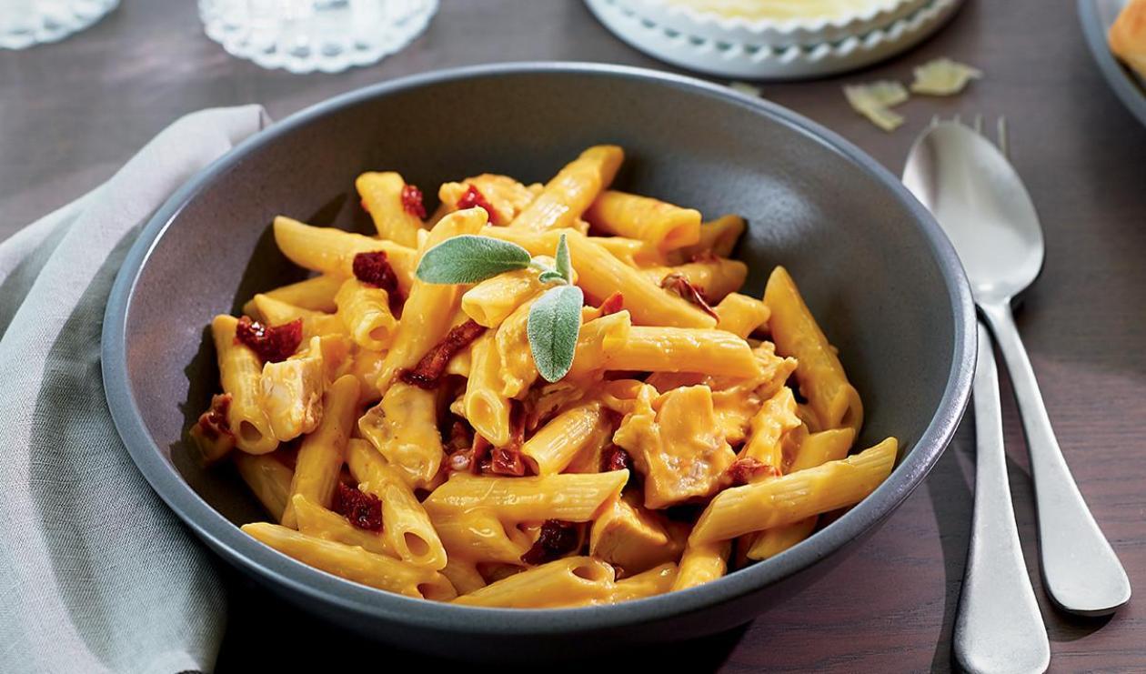 Pâtes d'hiver poulet, sauce aux tomates séchées et à la courge – recette