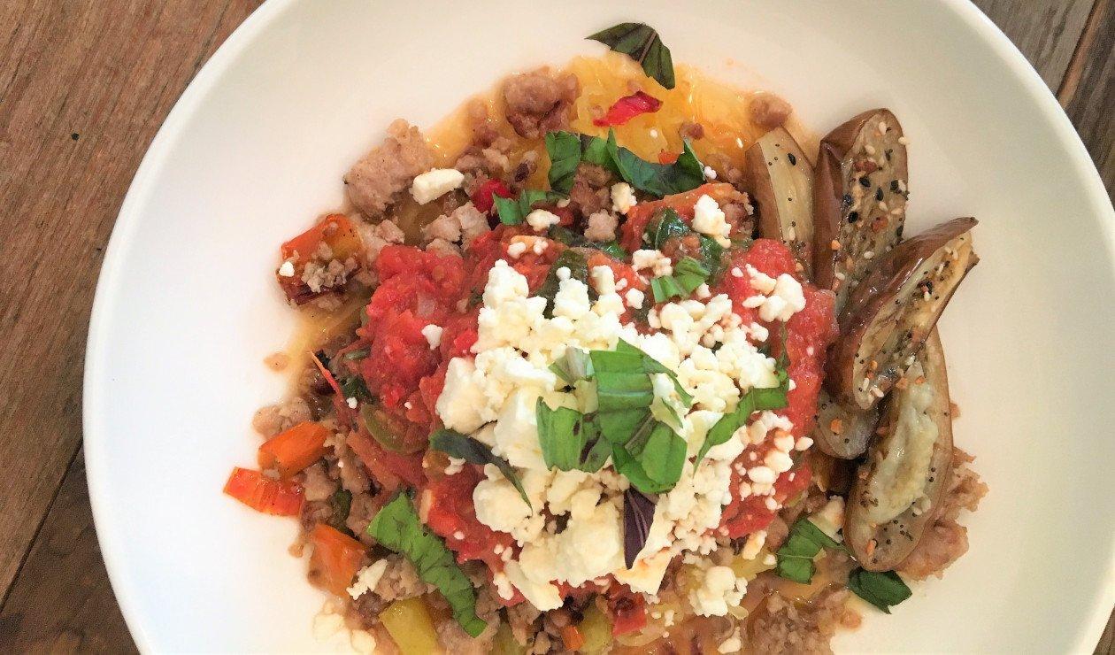 Porc Carbonisé avec Sauce Tomate Jalapeno Rôtie sur Courge Spaghetti – recette