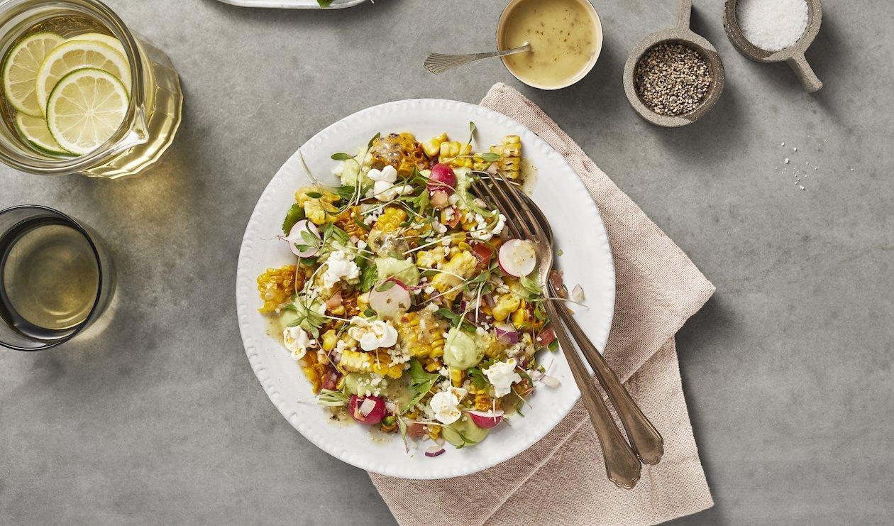 Salade de Maïs, avec Radis, Avocat, Lime et Cotija – recette