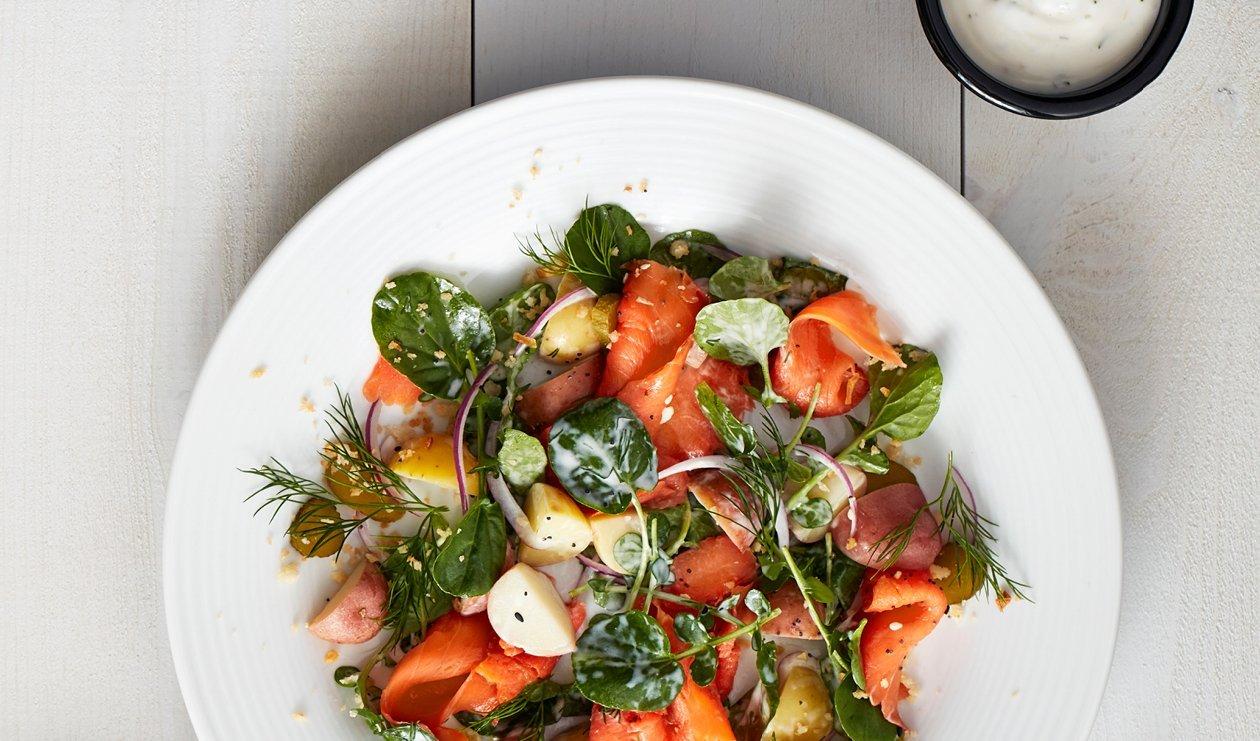"""Salade de Saumon Fumé """"Bagel Plein Goût"""" avec Ranch Crémeuse à l'Aneth – recette"""