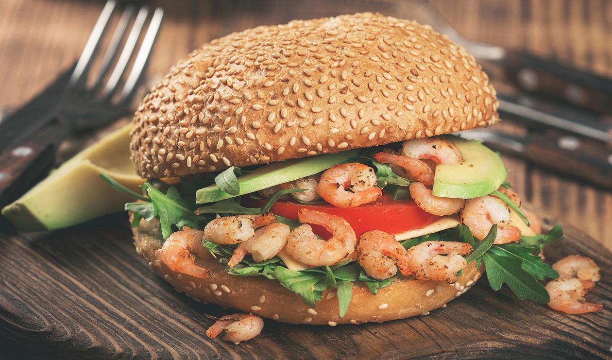 Shrimp and White Bean Burger, Jicama Orange Slaw, Ancho Chipotle Sauce – recette