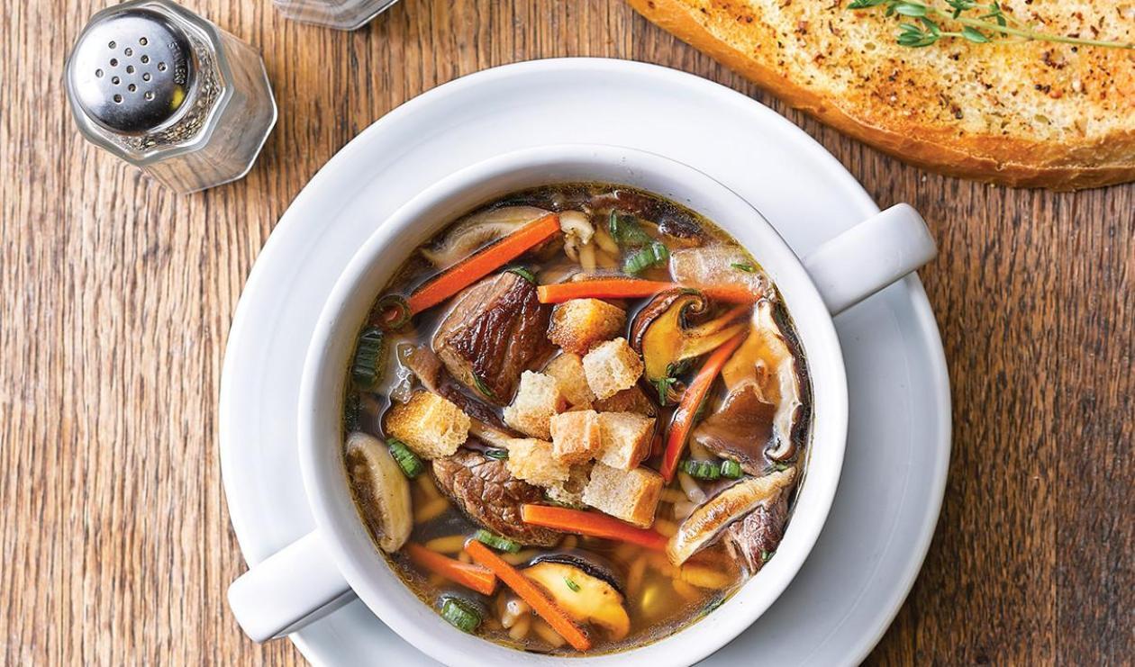Soupe au bœuf braisé avec riz et champignons sauvages – recette