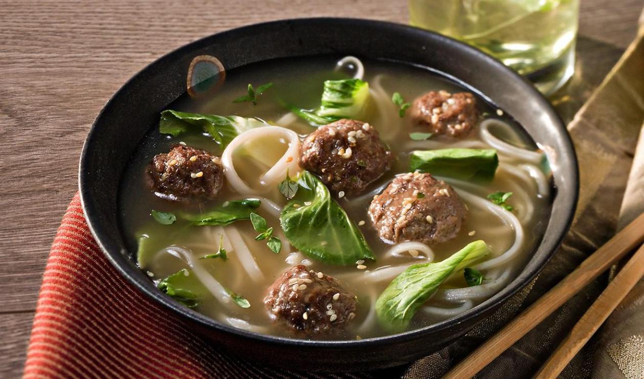 Soupe Nouvel an Asiatique aux Boulettes de Viande et Bébé Bok Choy – recette