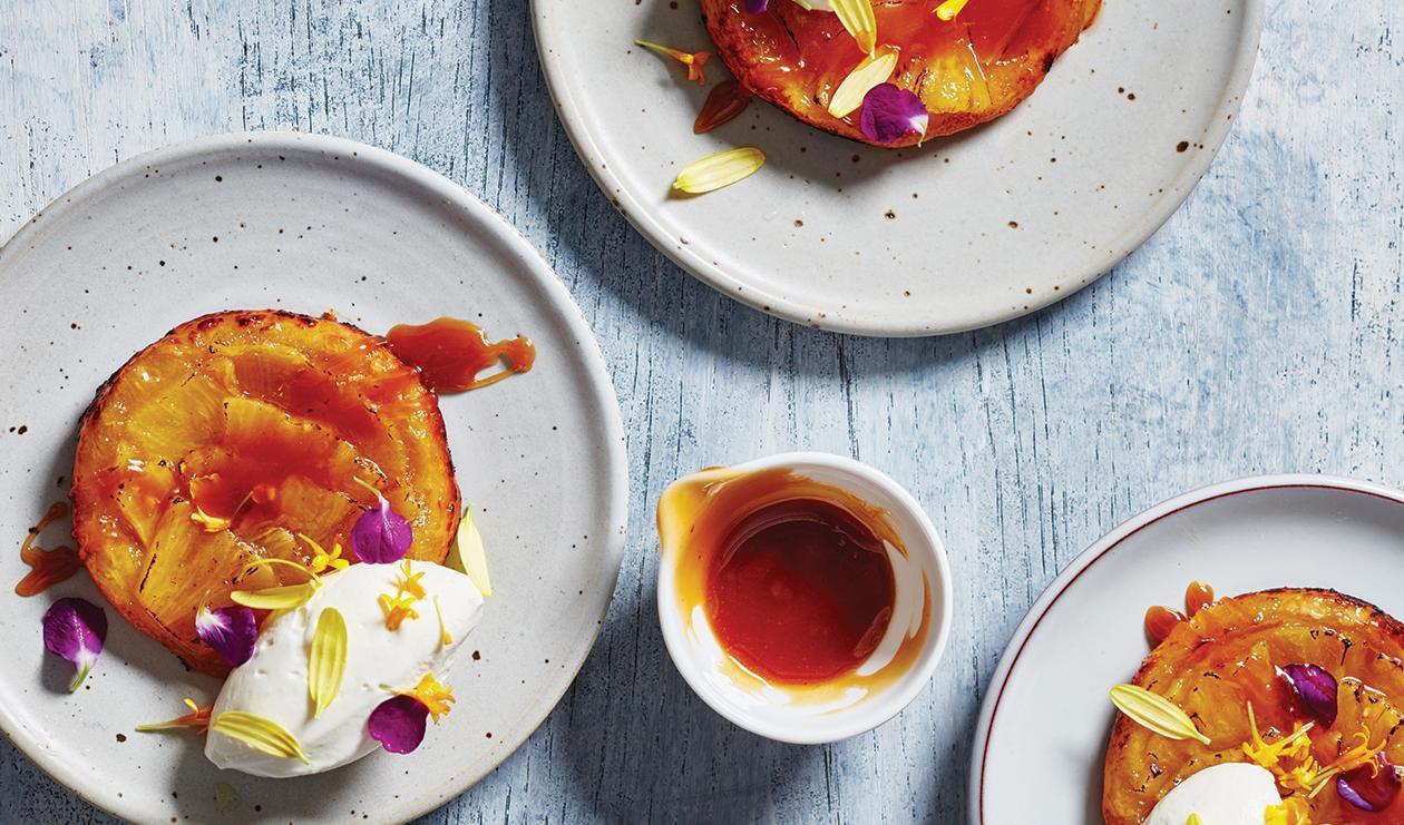 Tarte Tatin à l'Ananas avec Sauce aux Oeufs Salés – recette