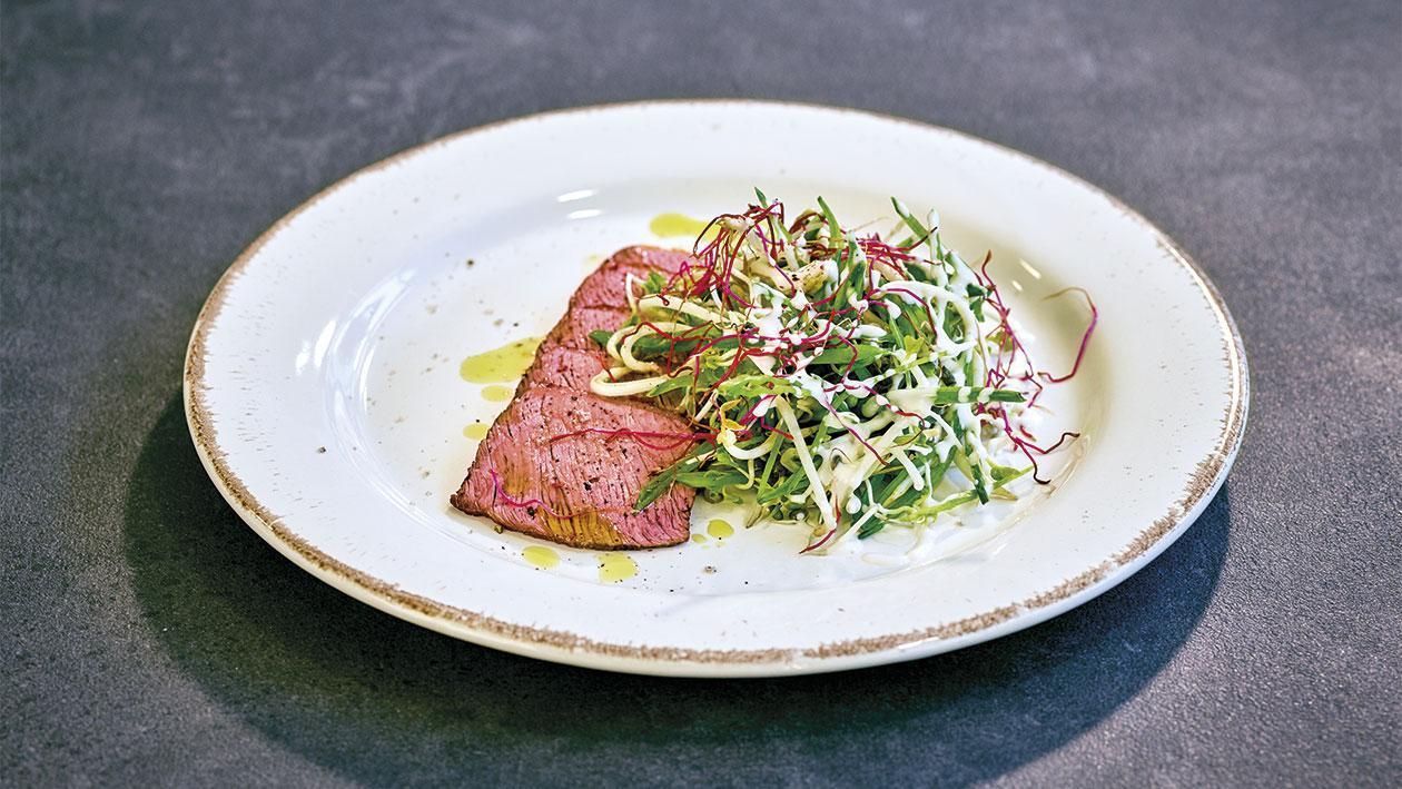 Roastbeef et salade de germes de pois mange-tout