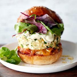 Hamburger végétarien courgettes-tofu et sa mayonnaise au sésame