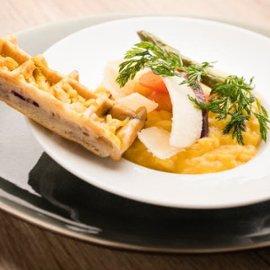 Risotto de carotte et parmesan aux asperges, gaufre à la carotte