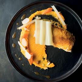 Volaille rôtie, côtes de blette, carottes et jus de volaille