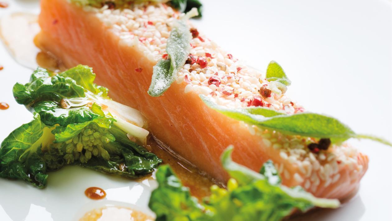 Dos de saumon au sésame chou packchoy et vinaigrette, par Frédéric Simonin* – Recette