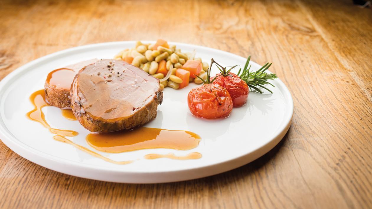 Epaule d'Agneau Confite au Miel, Curry et ail, Mirepoix et Flageolets au Jus – Recette