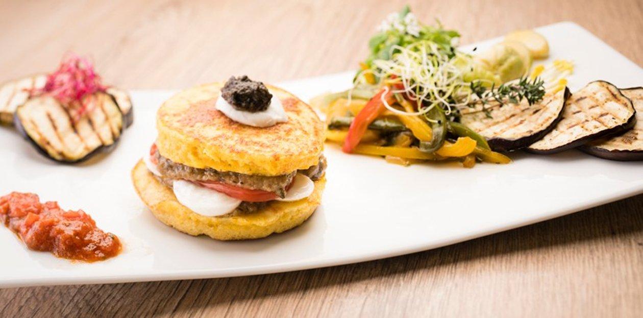 Hamburger de maïs au caviar d'aubergines et sa marmelade mexicaine  – Recette