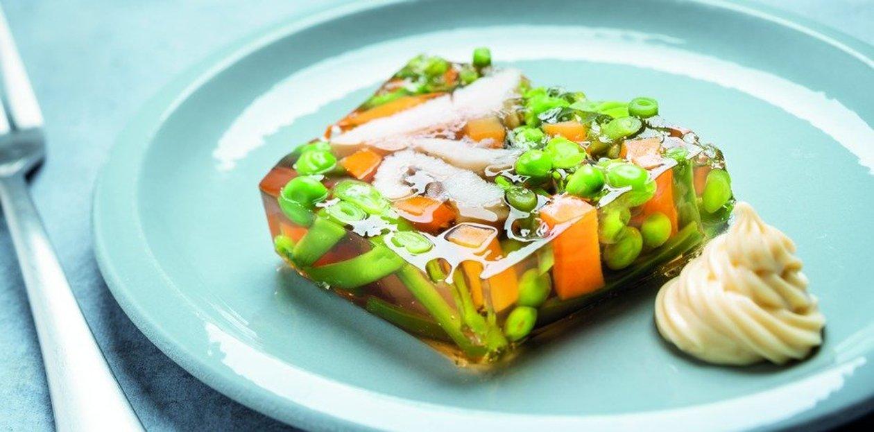 Joue de Lotte et petits légumes en gelée – Recette