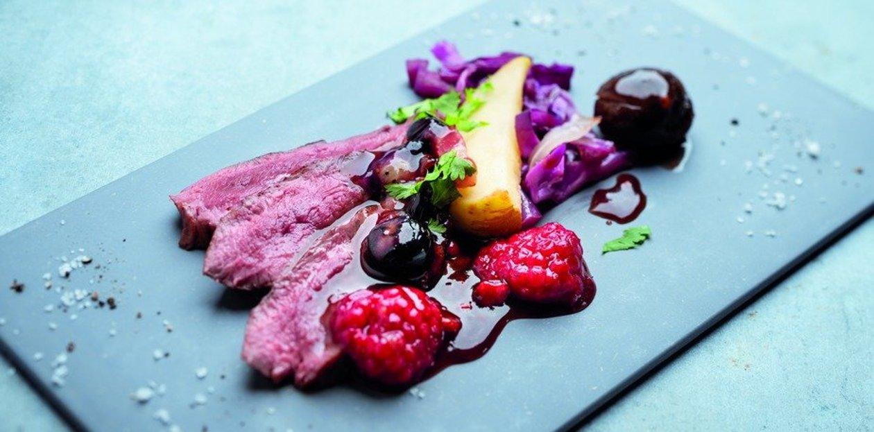 Magret de canard rôti, chou rouge et fruits rouges à l'Alsacienne  – Recette
