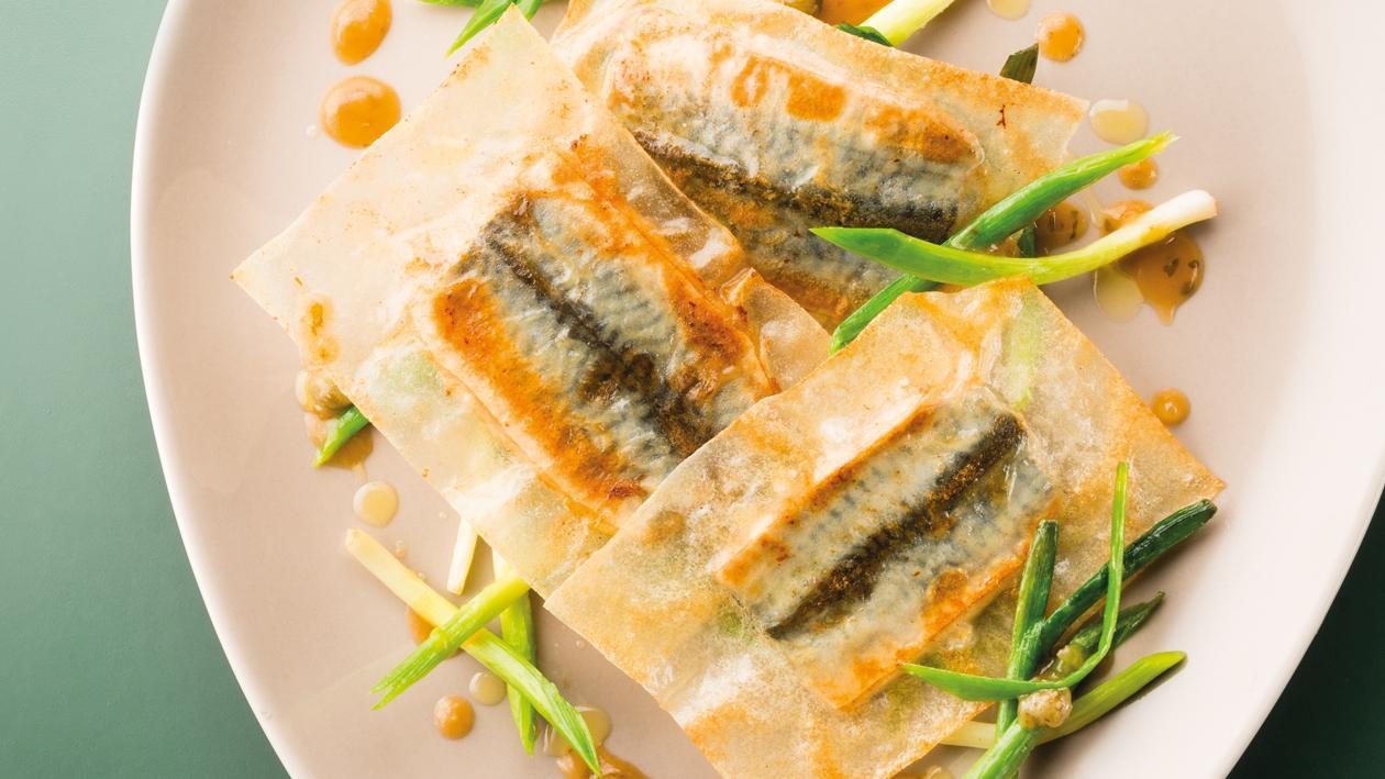 Minute de sardine, poireau, jus de volaille acidulé – Recette
