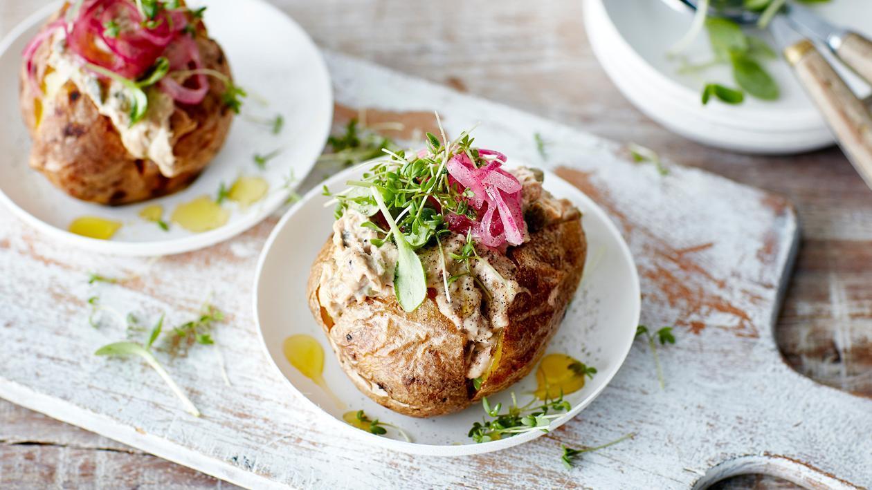 Pomme de terre au four, salade de thon – Recette