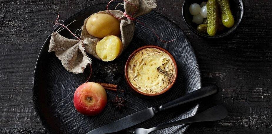 Saint-Marcelin au four avec pommes en robe des champs, pommes rôties – Recette