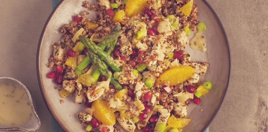Salade de Quinoa rouge & blanc, poulet grillé, asperges, orange & vinaigrette aigre-douce – Recette