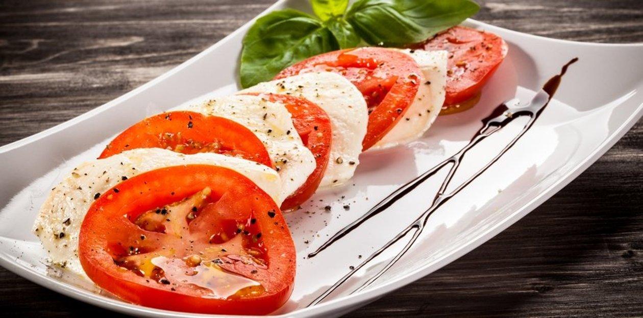 Tomate mozzarella au pesto rouge – Recette