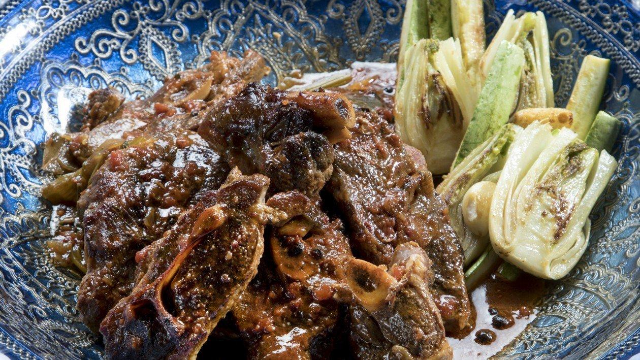 אוסובוקו טלה ברוטב שום ודבש עם ירקות צלויים – מתכון