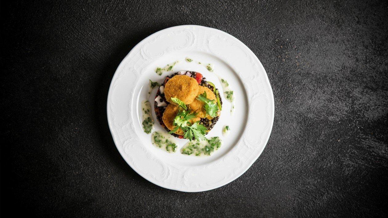 לביבות דלורית עם תבשיל עדשים שחורות ופלפלים קלויים – פוקי בול מתכון להכנת קערת פוקי, מזון רחוב של הוואי אצלכם בצלחת > מתכוני השראה לשפים