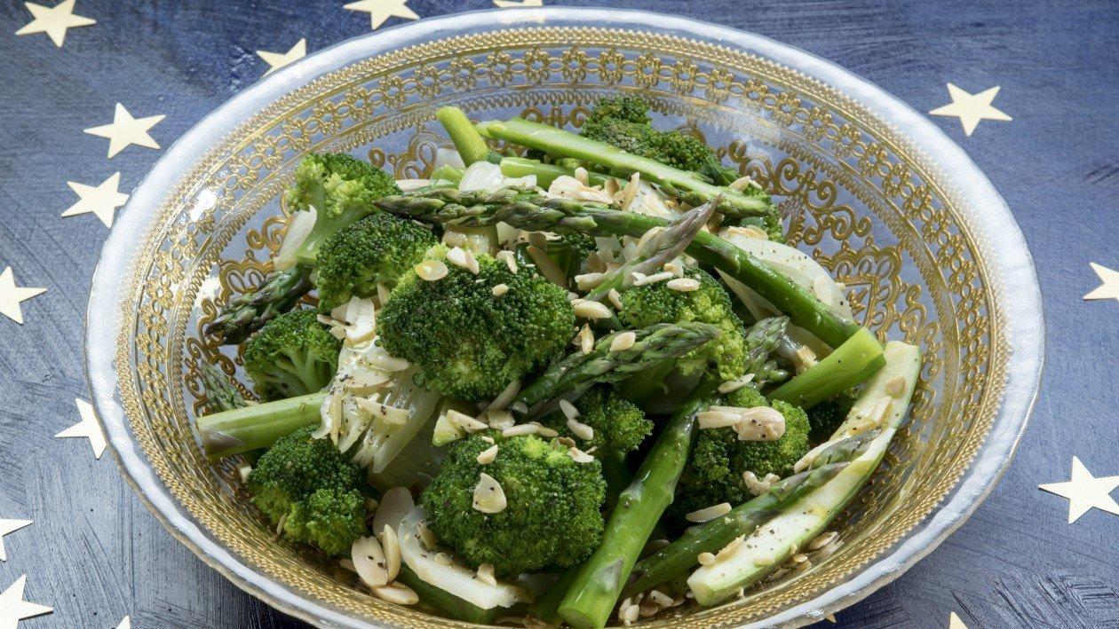 סלט ירקות ירוקים מאודים / מוקפצים – מתכון