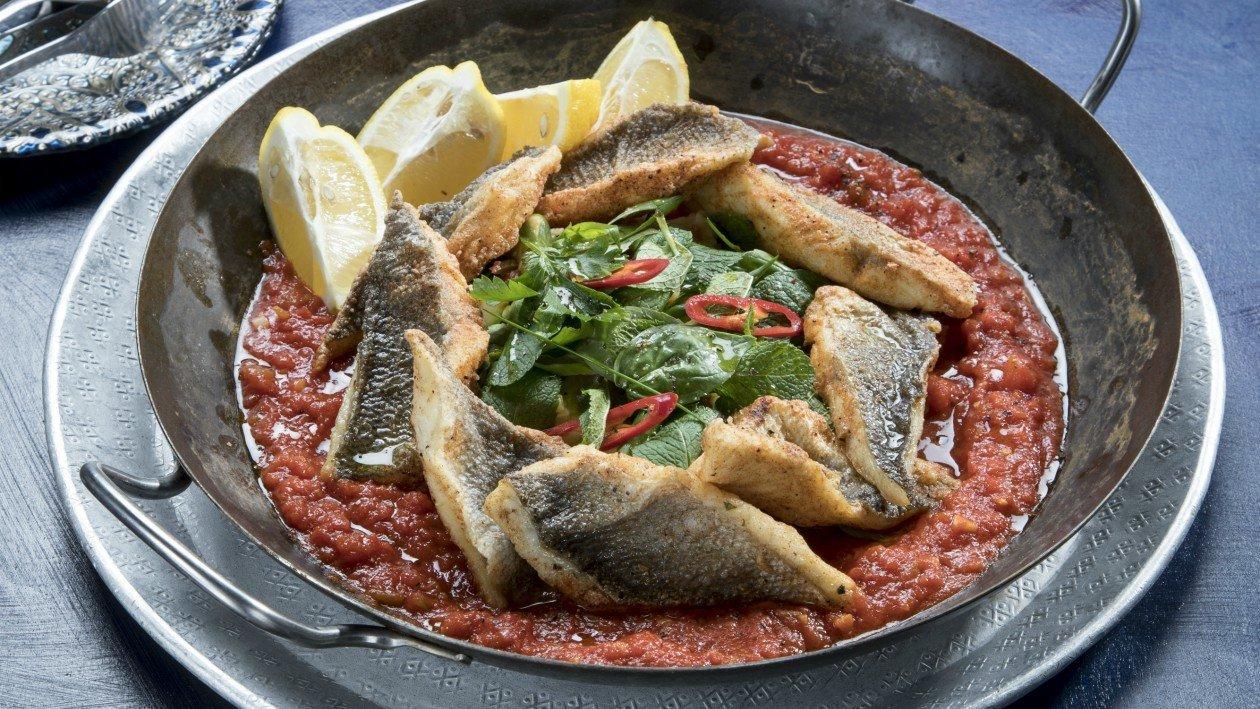 פילה דניס פריך על סלט חצילים חם ורוטב עגבניות פיקנטי – מתכון