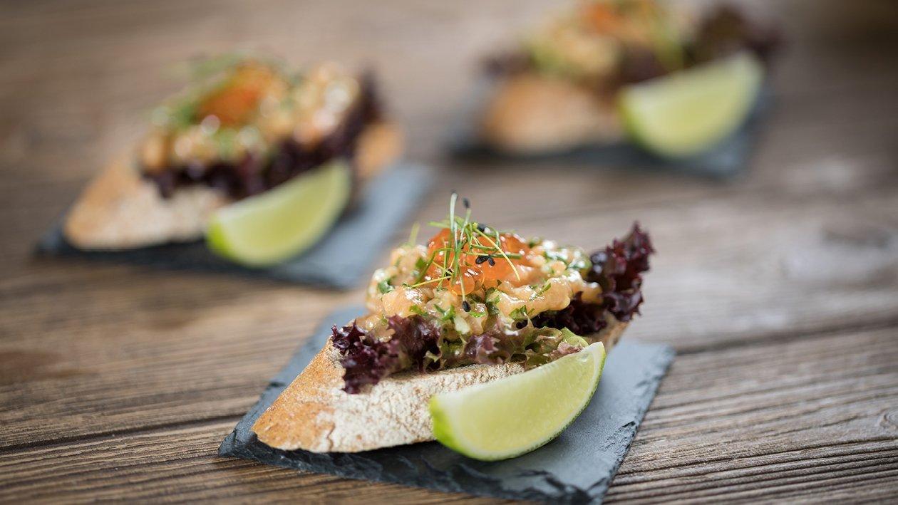 Tartar od lososa s češnjakom i kavijarom