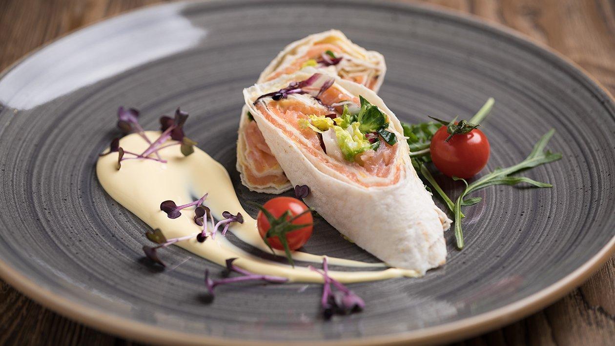 Tortilja s lososom i holandskim umakom