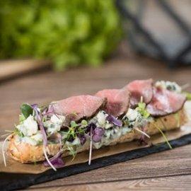 Kéksajtos bélszín szendvics