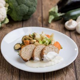 Pulykavagdalt barnarizzsel, zöldségekkel és sajtmártással (felnőtt, sómentes alappal)