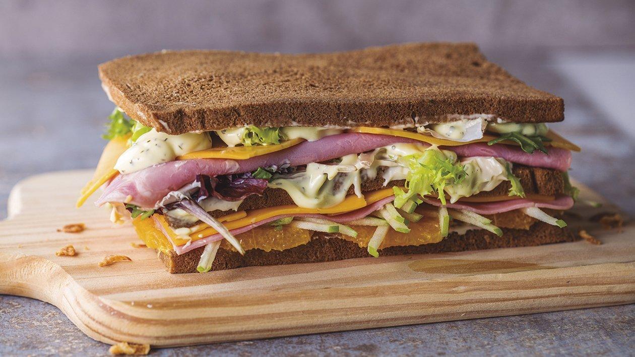 Füstölt lazacos, pikáns szendvics
