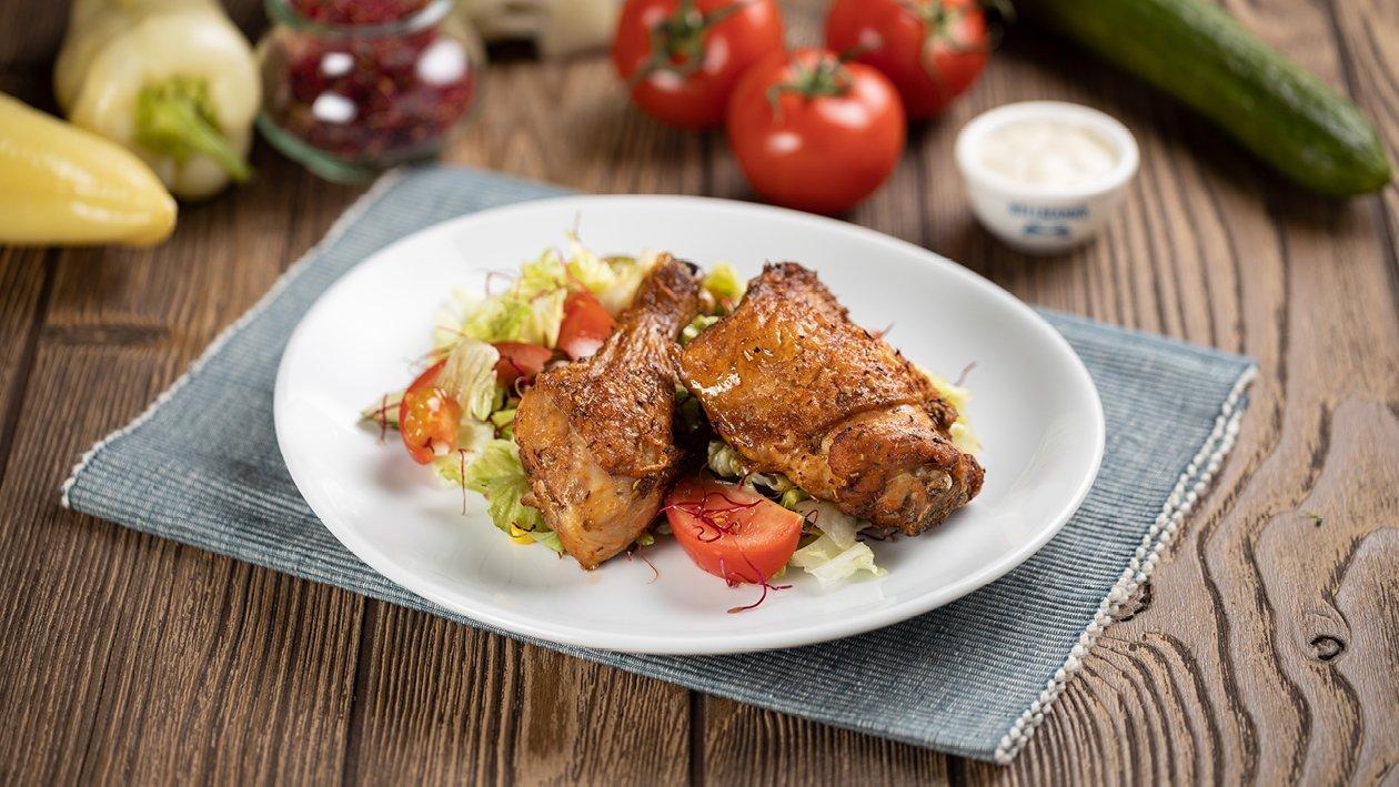 Görög csirkecomb salátával, csírával és gyros öntettel (7-10 éves korcsoport)