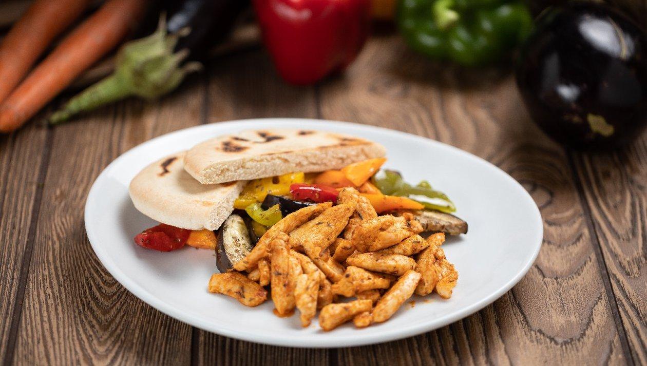 Görög csirkemell zöldségekkel és pitával (felnőtt)