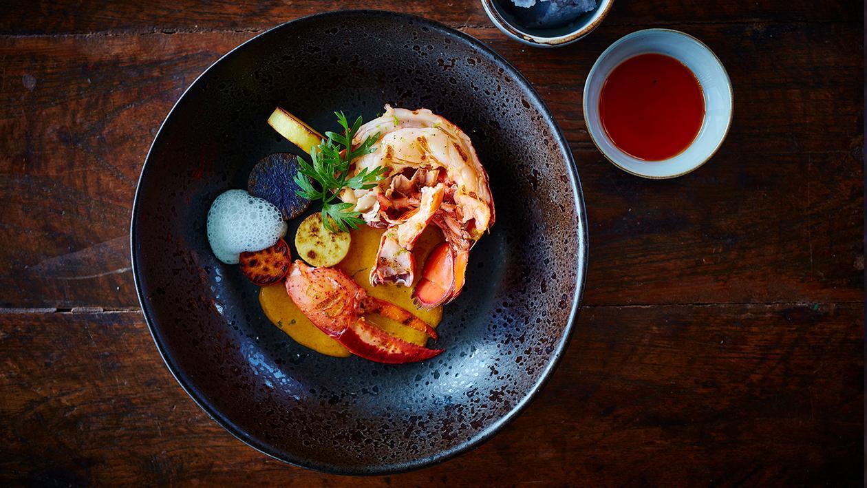 Grillezett homár sárga curry-vel és kókuszhabbal
