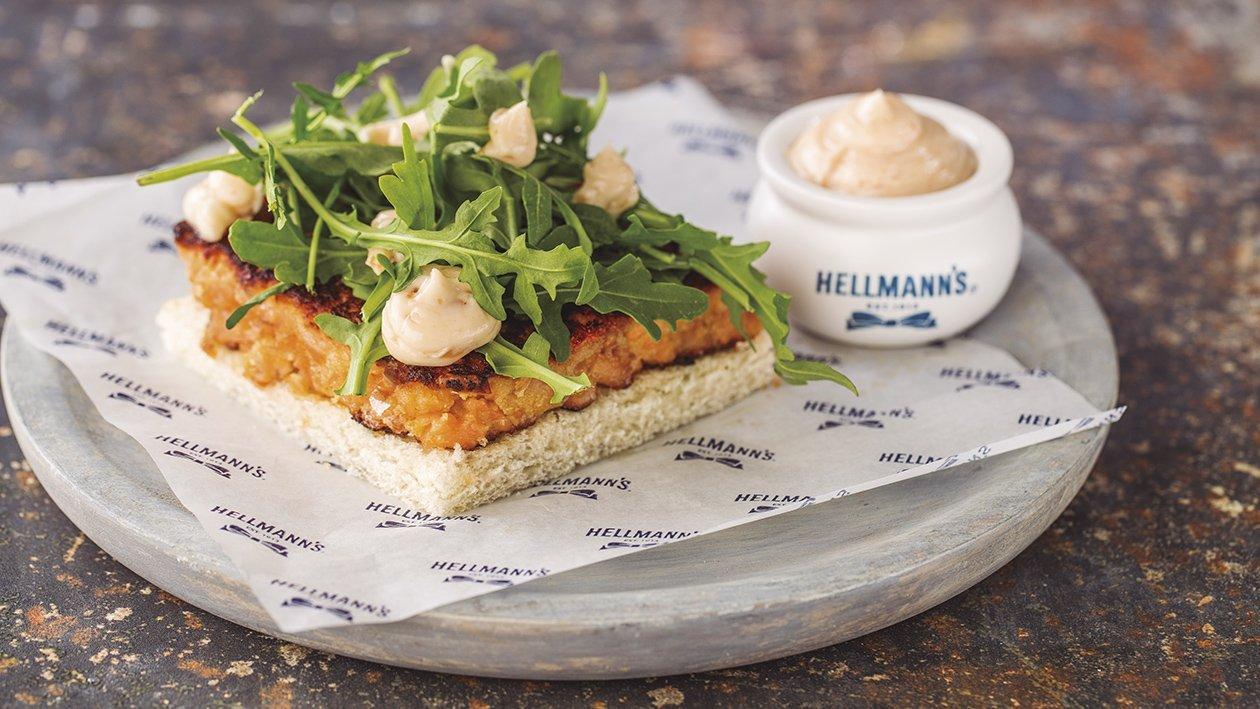 Marinált lazacos szendvics, csípős mayoval és ruccolával