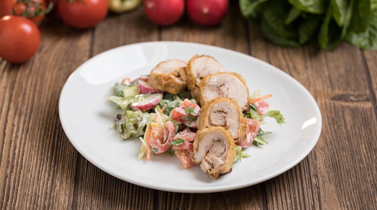 Sült csirkecombfilé majonézes öntettel és salátával (felnőtt)