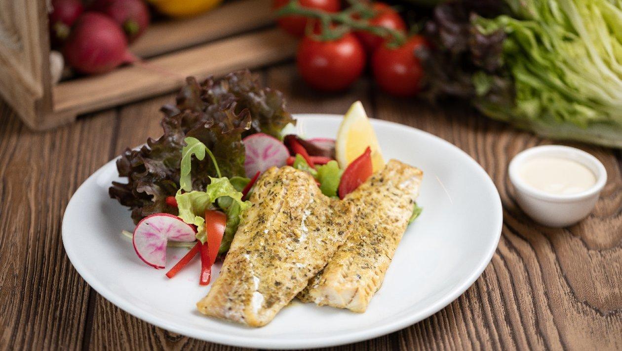 Sült halfilé salátával, cézár öntettel (felnőtt)