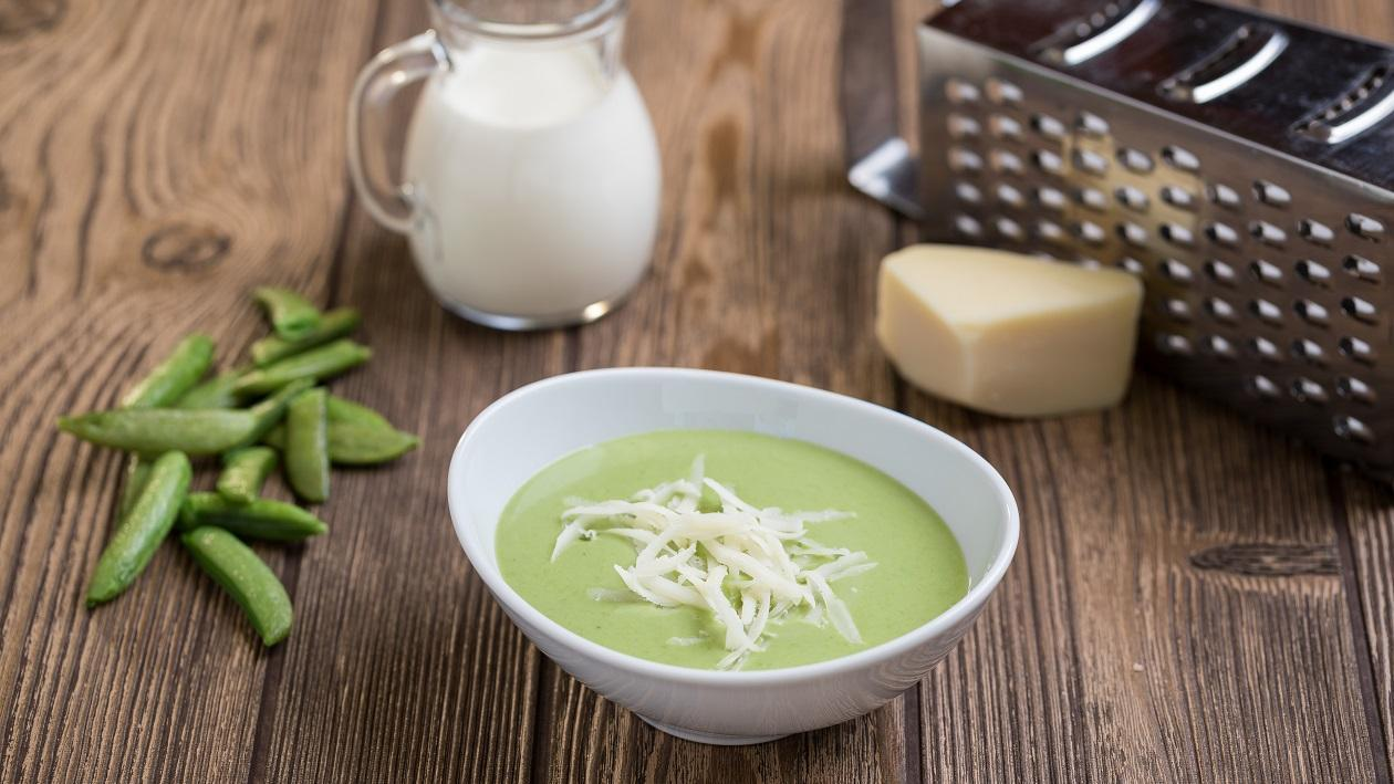 Zöldborsó krémleves reszelt sajttal (felnőtt)