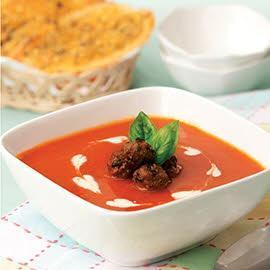 Sup Tomat dengan Bakso dan Daun Kemangi