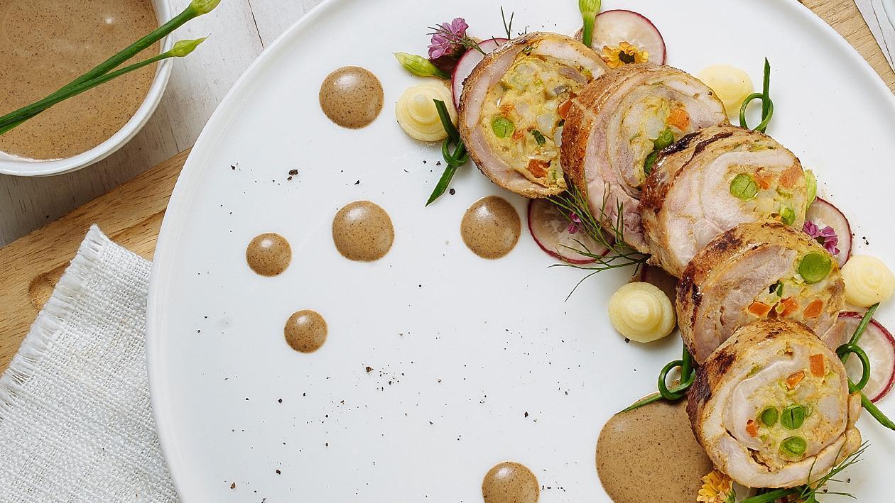 Ayam Gulung Isi Udang dengan Saus Rendang ala Chef Deden Gumilar
