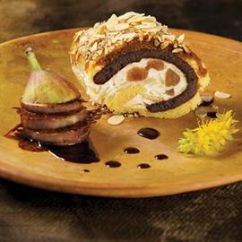 Bisquit con crema tiramisù, caramello e fichi