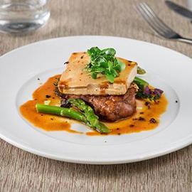 Coscia di manzo con tofu alla demi-glacè e asparagi confit