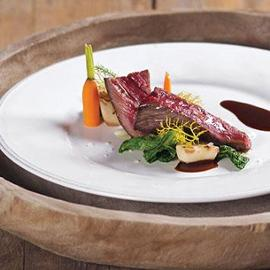 Entrecôte di carne Irlanda cotta a bassa temperatura con scorzanera e verza spadellata