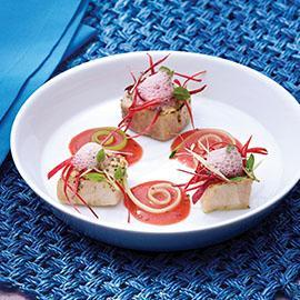 Gazpacho di anguria profumato al basilico con pesce spada bruciato al lemongrass