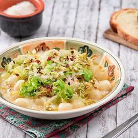 Gnocchetti di patate con verza e fonduta di castelmagno affumicata