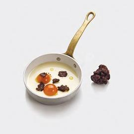 N-uovo al tartufo: Biancomangiare alla mandorla, gelatina di mango e fico d'India, streusel di cioccolato